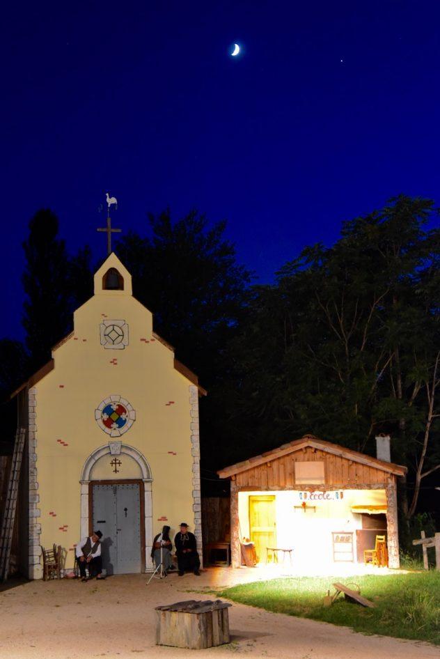 Une soirée tranquille devant l'église - udac