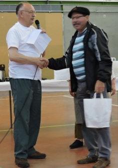 Robert Troy (gagnant du concours- à droite) félicité par le président de l'UDAC, Jean-Louis Lajous
