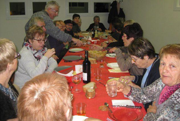 Un repas convivial entre les deux séances d'une même journée